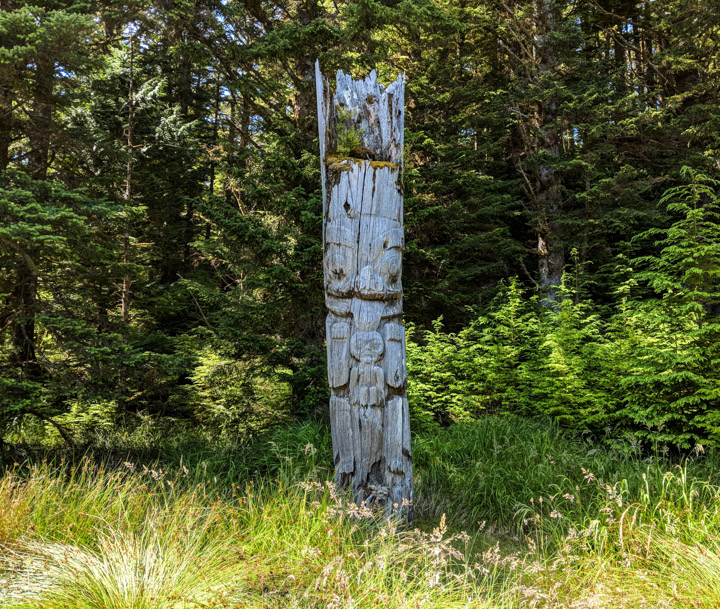 Totem pole at the SG̱ang Gwaay village site in Gwaii Haaans